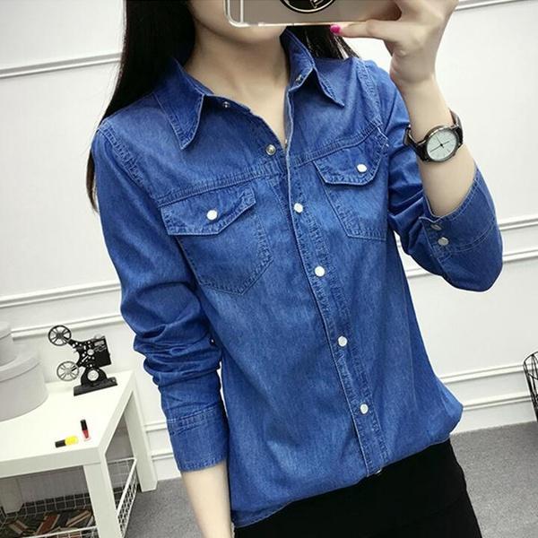 Outfit con blusa de mezclilla