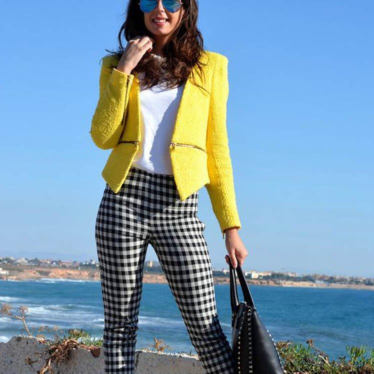 Outfit con pantalones de cuadro