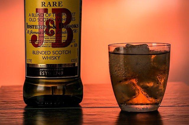 2. ¿Cómo combinar el whisky?