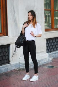 jeans + tenis blancos